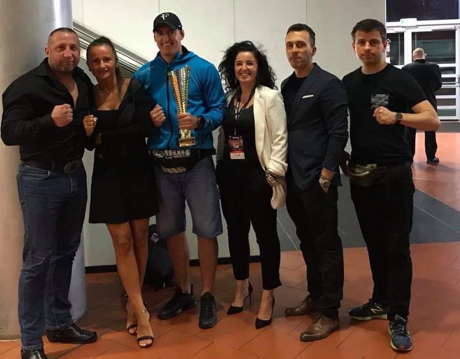 Damian Kostrzewa wygrywa swój zawodowy debiut MMA na gali RWC3 w pierwszej rundzie
